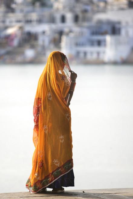 Kvinna,Indien, vid Pushkar lake,Pushkar.Indien