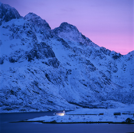 Kyrka i Fjordlandskap,Lofoten,Norge