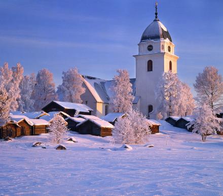 Rättviks kyrka i vinterljus