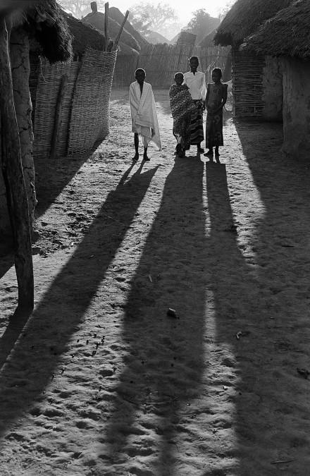 Barn en tidig morgon, Senegal.