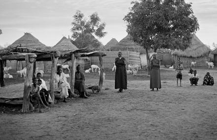 Män, vid en by i Senegal.