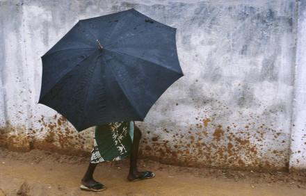 Skydd undan regn, Banjul Gambia.